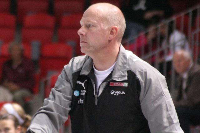 Karl-Erik Bøhn sparket ut av Larvik HK