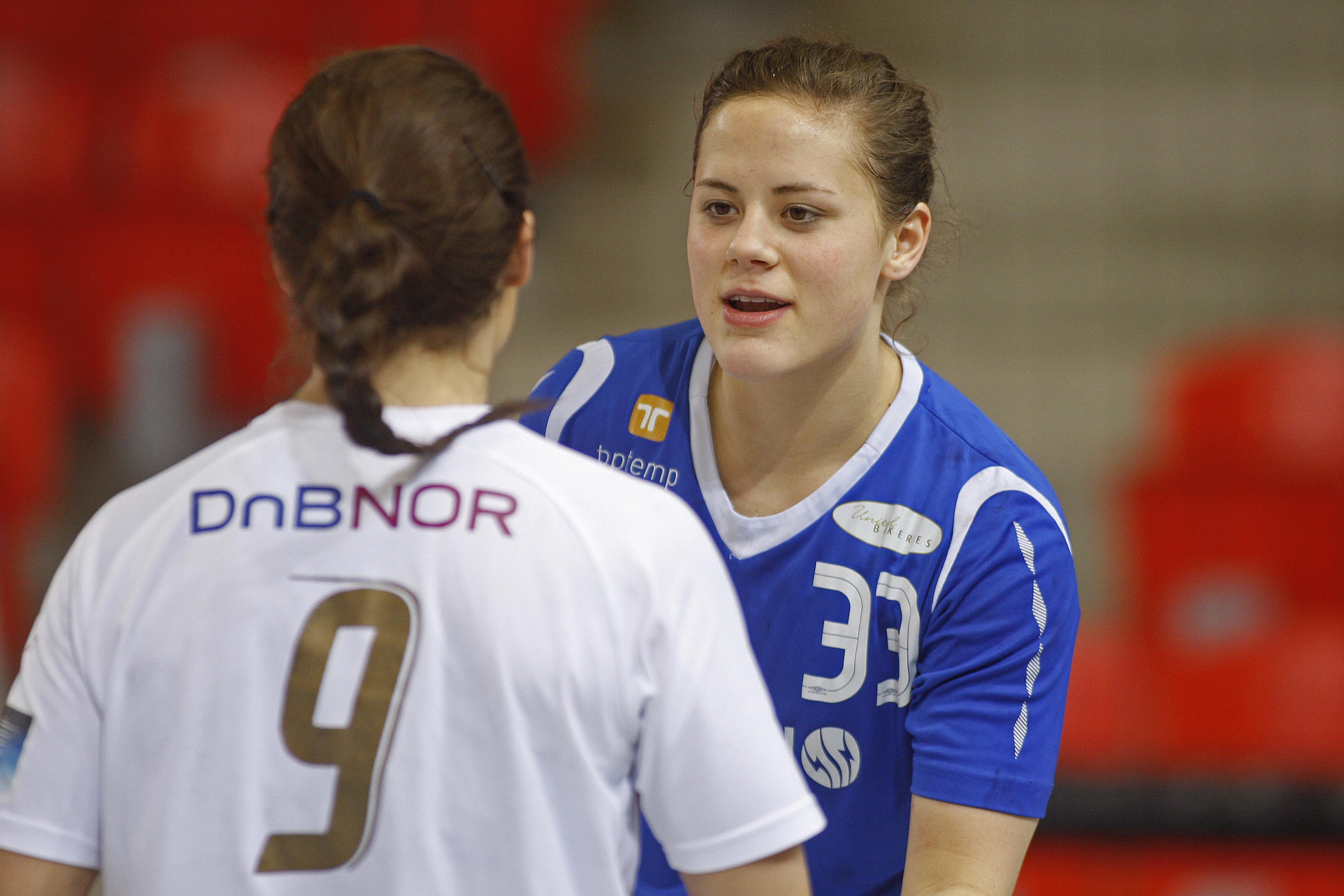 Thea Mørk forlenger med Larvik HK