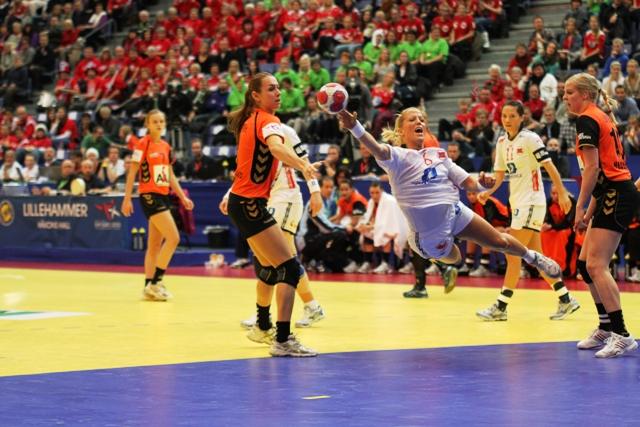 Håndballjentene til semifinale i EM