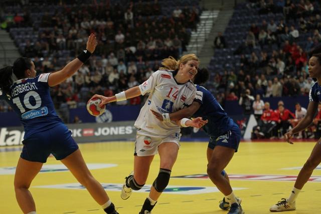 Tonje Larsen i kampen mot Frankrike
