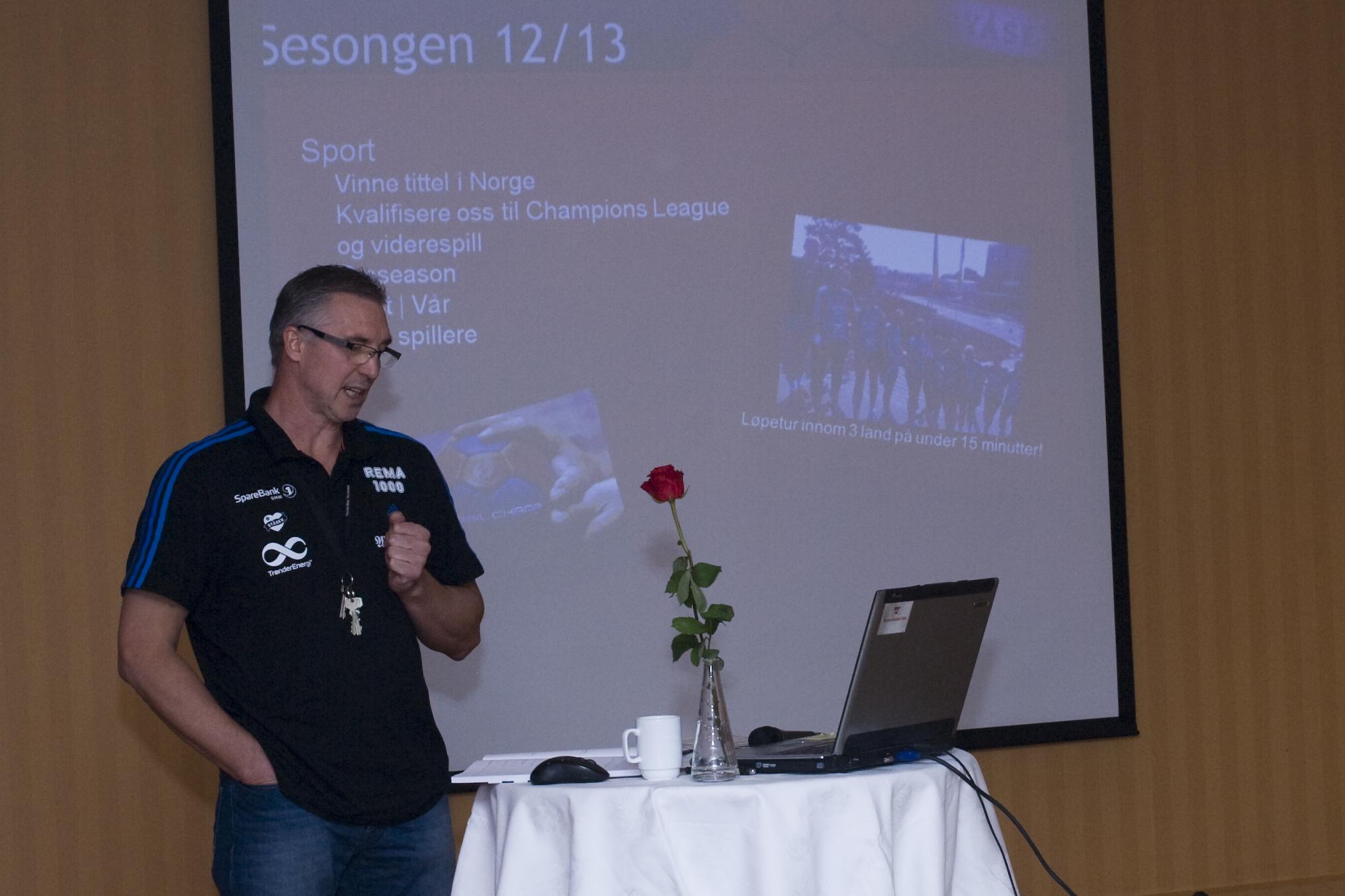 Byåsen trener Valery Putans presanterte årets mål for klubben. Foto: Håvard Loeng