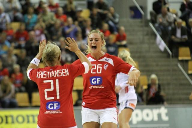 Danmarks Anne Sofie Hjort Nielsen var jublende glad da de vant 26-24 over Norge i Golden League | Foto: Bjørn Kenneth Muggerud