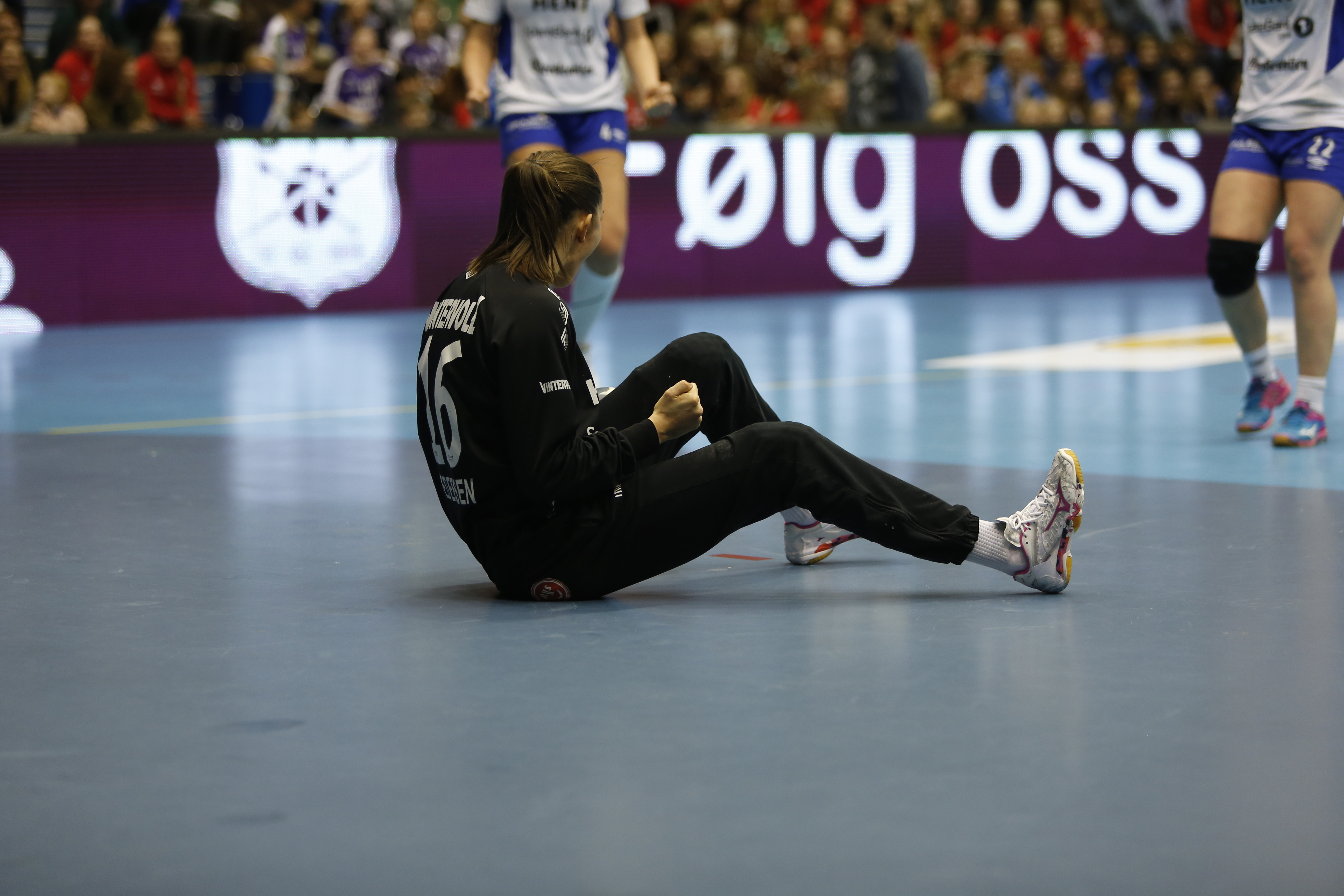 REDDER ALT: Andrea Austmo Pedersen reddet begge 7-meterene. Foto: Yngvar Brekke