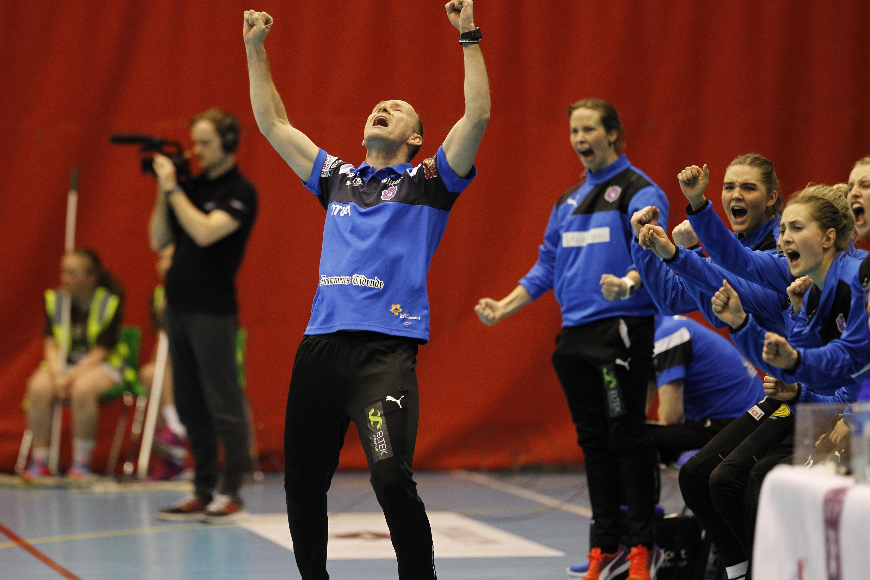 JUBEL: Geir Oustorp jubler etter scoring. Foto: Yngvar Brekke