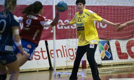 Tone Wølner vil atter en gang ikle seg Storhamardrakta og være erstatter i Alma Hasanic Grizovic sitt skadefravær. | Foto: Håvard Loeng
