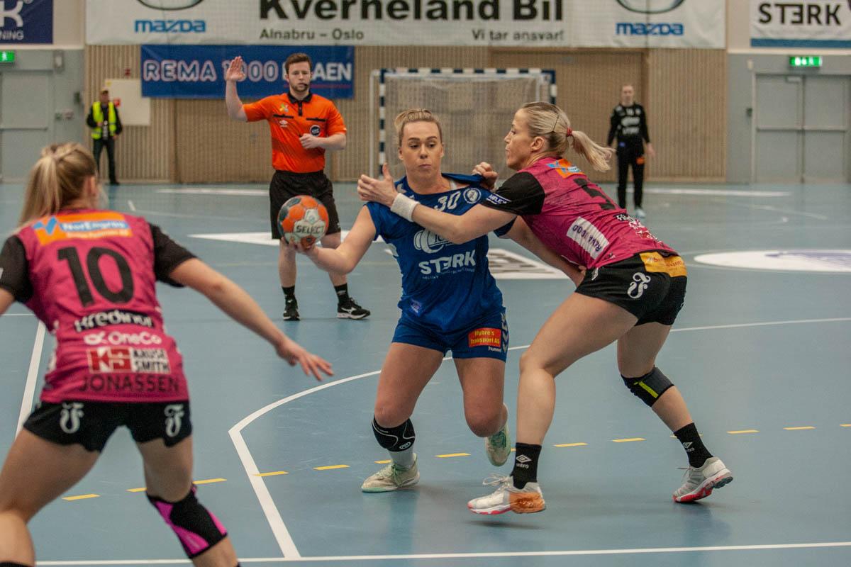 Oppsals Frida Nåmo Rønning i duell med Vipers Heidi Løke